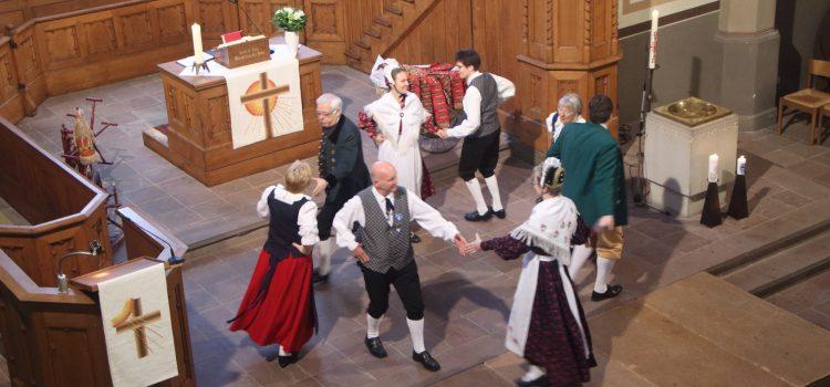 Gottesdienst und Trachtenausstellung in Schötmar